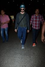 Hrithik Roshan snapped at airport on 30th Dec 2016 (29)_5867525f07029.JPG