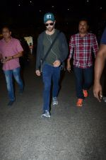 Hrithik Roshan snapped at airport on 30th Dec 2016 (30)_5867526060970.JPG