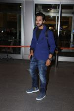 Jackky Bhagnani snapped at airport on 30th Dec 2016 (36)_586752609a998.JPG
