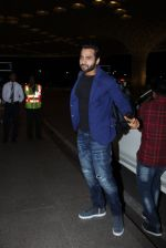 Jackky Bhagnani snapped at airport on 30th Dec 2016 (40)_5867526335fb2.JPG