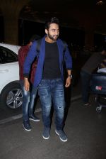 Jackky Bhagnani snapped at airport on 30th Dec 2016 (43)_58675265537ee.JPG