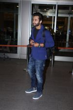 Jackky Bhagnani snapped at airport on 30th Dec 2016 (45)_58675266a5e2e.JPG