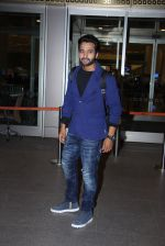 Jackky Bhagnani snapped at airport on 30th Dec 2016 (47)_58675267ef25a.JPG