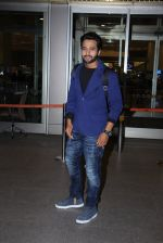 Jackky Bhagnani snapped at airport on 30th Dec 2016 (48)_586752689724b.JPG