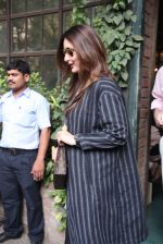Kareena Kapoor out on lunch on 30th Dec 2016 (7)_586752cba5af5.JPG