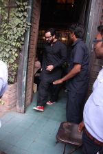 Saif Ali Khan out on lunch on 30th Dec 2016 (6)_586752d730932.JPG