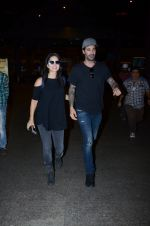 Sunny Leone snapped at airport on 30th Dec 2016 (26)_586752742cab3.JPG