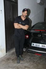 John Abraham snapped with his new car on 31st Dec 2016 (4)_5868e3d0b5f9e.jpg