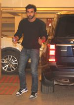 Ranbir Kapoor at party in kareena_s house on 31st Dec 2016 (17)_5868e540dfb7f.JPG