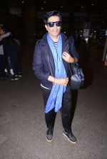 Manish Malhotra snapped at airport on 1st Jan 2016 (21)_5869f6fce0ab8.JPG