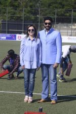 Abhishek Bachchan, Nita Ambani at national soccer finals for schools on 7th Jan 2017 (10)_58723ede95e26.jpg