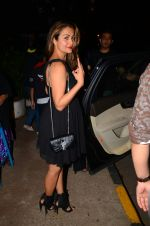 Amrita Arora snapped at Olive on 6th Dec 2016 (13)_5872221d680d7.jpg