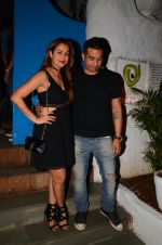Amrita Arora snapped at Olive on 6th Dec 2016 (16)_58722221e38e2.jpg