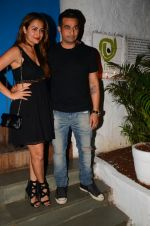 Amrita Arora snapped at Olive on 6th Dec 2016 (17)_587222238b472.jpg