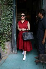 Kareena Kapoor snapped in Mumbai on 7th Jan 2017 (6)_58723fc4d2f51.JPG