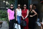 Karisma Kapoor, Kareena Kapoor, Malaika Arora Khan, Amrita Arora snapped in Mumbai on 7th Jan 2017 (13)_58724003d820d.JPG