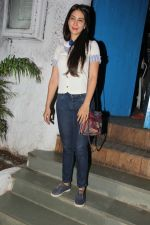 Kim Sharma snapped at Olive on 6th Dec 2016 (11)_587222314e8f5.jpg