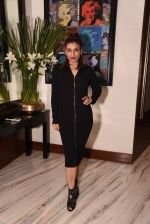 Raveena Tandon at Manish Malhotra hosts dinner for Vogue International�s Suzy Menkes on 6th Jan 2016 (31)_587224393af3a.JPG