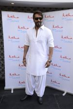 Ajay Devgan at Sheesha Sky Lounge launch on 8th Jan 2017 (10)_58735a6e67166.JPG