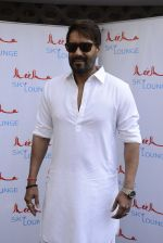 Ajay Devgan at Sheesha Sky Lounge launch on 8th Jan 2017 (13)_58735a702a065.JPG