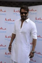 Ajay Devgan at Sheesha Sky Lounge launch on 8th Jan 2017 (14)_58735a710975a.JPG