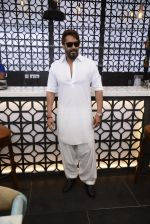 Ajay Devgan at Sheesha Sky Lounge launch on 8th Jan 2017 (21)_58735a7732113.JPG