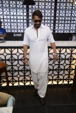 Ajay Devgan at Sheesha Sky Lounge launch on 8th Jan 2017 (25)_58735a7ad216d.JPG