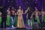 Esha Gupta at Star Plus Dhakkad Dhamaal on 8th Jan 2017 (202)_58735e03d753f.JPG