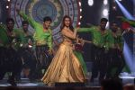 Esha Gupta at Star Plus Dhakkad Dhamaal on 8th Jan 2017 (197)_58735e00e24c1.JPG