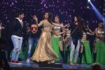 Esha Gupta at Star Plus Dhakkad Dhamaal on 8th Jan 2017 (204)_58735e0533982.JPG