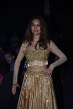 Esha Gupta at Star Plus Dhakkad Dhamaal on 8th Jan 2017 (223)_58735e1097423.JPG