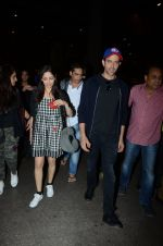 Hrithik Roshan and Yami Gautam return from Dubai on 9th Jan 2017 (39)_58735b5710625.JPG