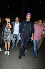 Hrithik Roshan and Yami Gautam return from Dubai on 9th Jan 2017 (40)_58735b57bea62.JPG