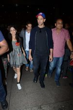 Hrithik Roshan and Yami Gautam return from Dubai on 9th Jan 2017 (41)_58735b344d326.JPG