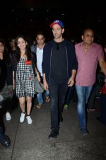 Hrithik Roshan and Yami Gautam return from Dubai on 9th Jan 2017 (42)_58735b586e557.JPG