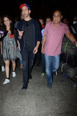 Hrithik Roshan and Yami Gautam return from Dubai on 9th Jan 2017 (43)_58735b34df1d7.JPG