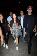Hrithik Roshan and Yami Gautam return from Dubai on 9th Jan 2017 (46)_58735b5a118c3.JPG