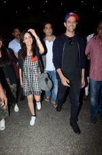 Hrithik Roshan and Yami Gautam return from Dubai on 9th Jan 2017 (47)_58735b3616192.JPG