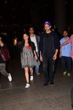 Hrithik Roshan and Yami Gautam return from Dubai on 9th Jan 2017 (48)_58735b5acc845.JPG
