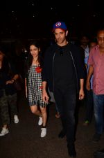 Hrithik Roshan and Yami Gautam return from Dubai on 9th Jan 2017 (50)_58735b5b94014.JPG