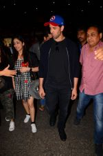 Hrithik Roshan and Yami Gautam return from Dubai on 9th Jan 2017 (58)_58735b5f46b8b.JPG
