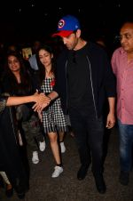 Hrithik Roshan and Yami Gautam return from Dubai on 9th Jan 2017 (59)_58735b39e435f.JPG