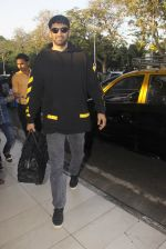 Aditya Roy Kapoor snapped at airport on 9th Jan 2017 (13)_5874800d3dfb9.JPG