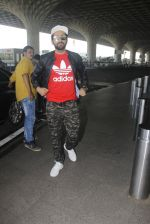 Ayushmann Khurrana snapped at airport on 9th Jan 2017 (38)_5874801aab51c.JPG