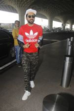 Ayushmann Khurrana snapped at airport on 9th Jan 2017 (40)_5874801c4c6a2.JPG