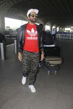 Ayushmann Khurrana snapped at airport on 9th Jan 2017 (46)_58748021ef8f6.JPG
