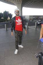 Ayushmann Khurrana snapped at airport on 9th Jan 2017 (48)_58748023865de.JPG