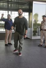 Rohit Shetty snapped at airport on 9th Jan 2017 (15)_58748041b271d.JPG