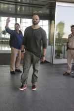 Rohit Shetty snapped at airport on 9th Jan 2017 (17)_587480432848b.JPG