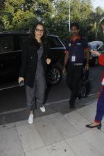 Shraddha Kapoor snapped at airport on 9th Jan 2017 (5)_5874805cbeaf5.JPG